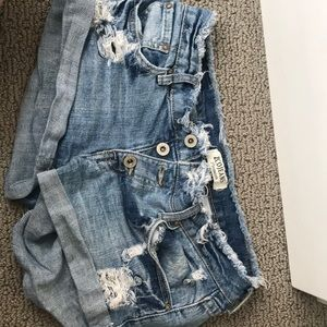 Shorts with frayed top and distressing
